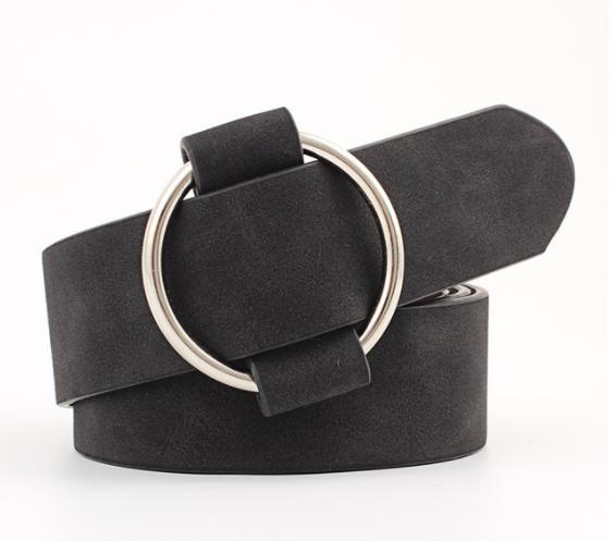 Женский кожаный ремень черного цвета с регулируемой пряжкой