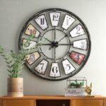 Часы и репродукции в интерьерах домов