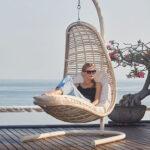 Уличное кресло – любимое место в саду