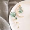 Серьги ассиметричные в винтажном стиле с зеленым стеклянным шаром