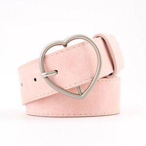 Женский ремень розовго цвета с пряжкой сердца